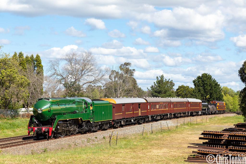 6S62 3801-train-4490 Bowral 23-09-2020 by Chris Tonkin
