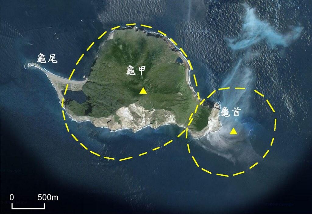 龜山島地形示意圖.黃色虛線指示推測火山體範圍,三角形為推測火山口位置。圖片來源:地質遺跡地質敏感區劃定計畫書