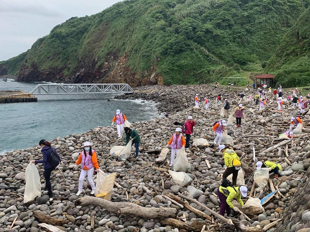 龜山島淨灘。圖片來源:東北角暨宜蘭海岸風景管理處
