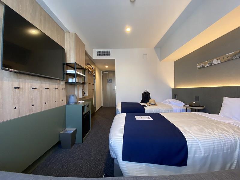 hotel monday_18