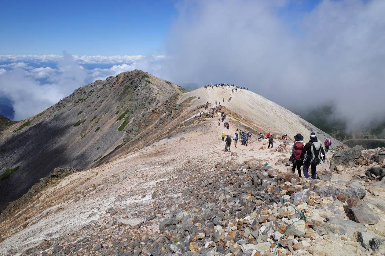 乗鞍岳の稜線登山
