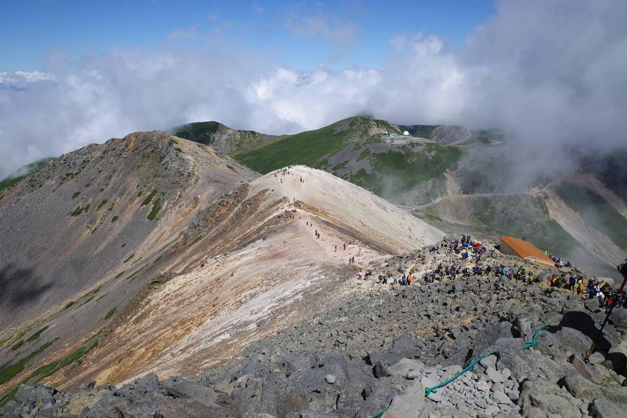 乗鞍岳山頂の稜線