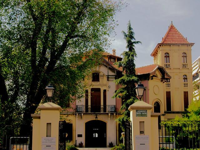 ...στην οδό Βασιλίσσης Όλγας    ...to Vasilissis Olgas street