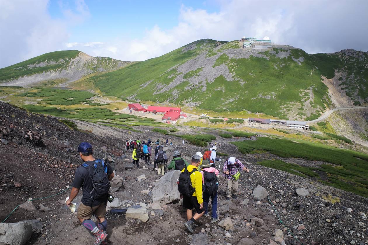 乗鞍岳から肩の小屋へ下山