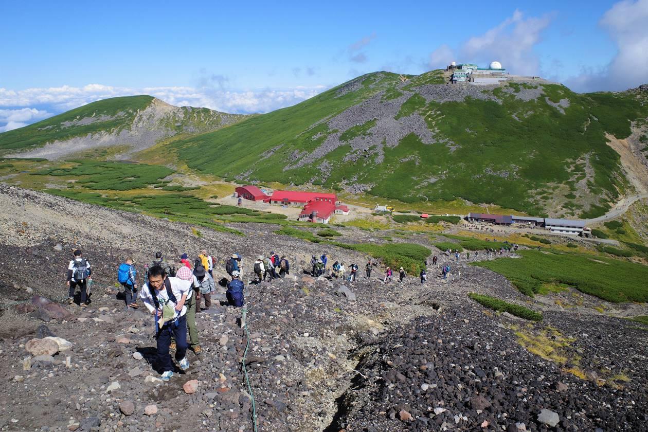 乗鞍岳 登山道の行列