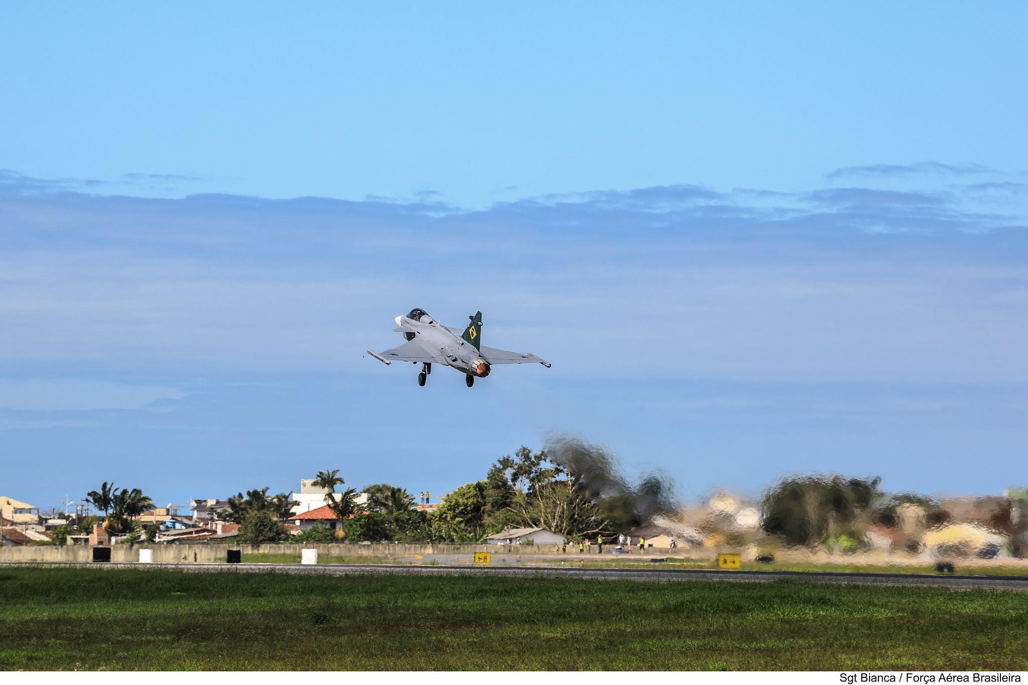 Decolagem F-39 Gripen NG
