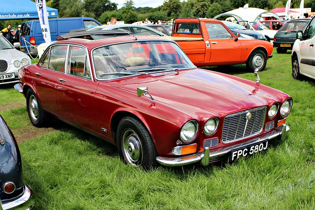 181 Jaguar XJ6 4.2 litre (Ser.1) (1971) FPC 580 J
