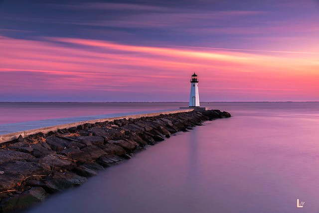 Lighthouse at dusk。