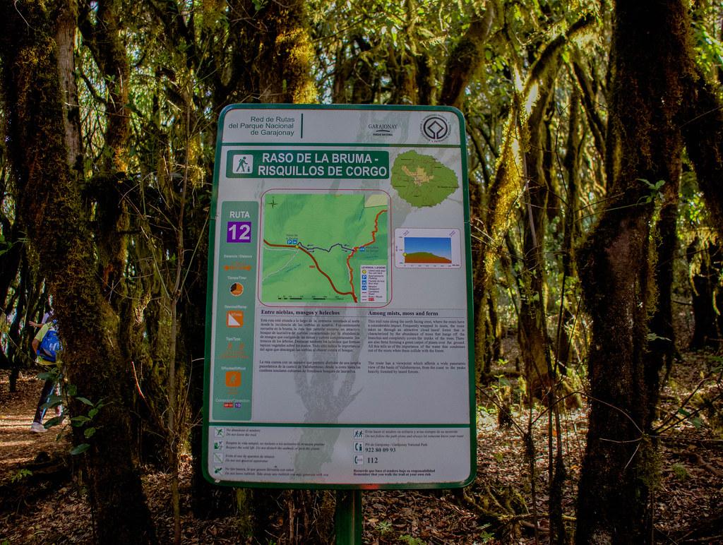 Panel informativo sobre el sendero Raso de Bruma en La Gomera
