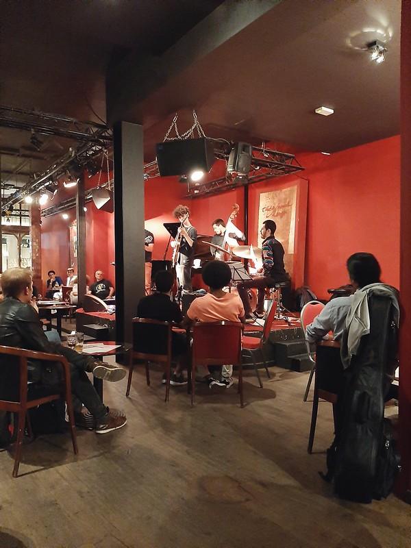Grupo de jazz en The Music Village II