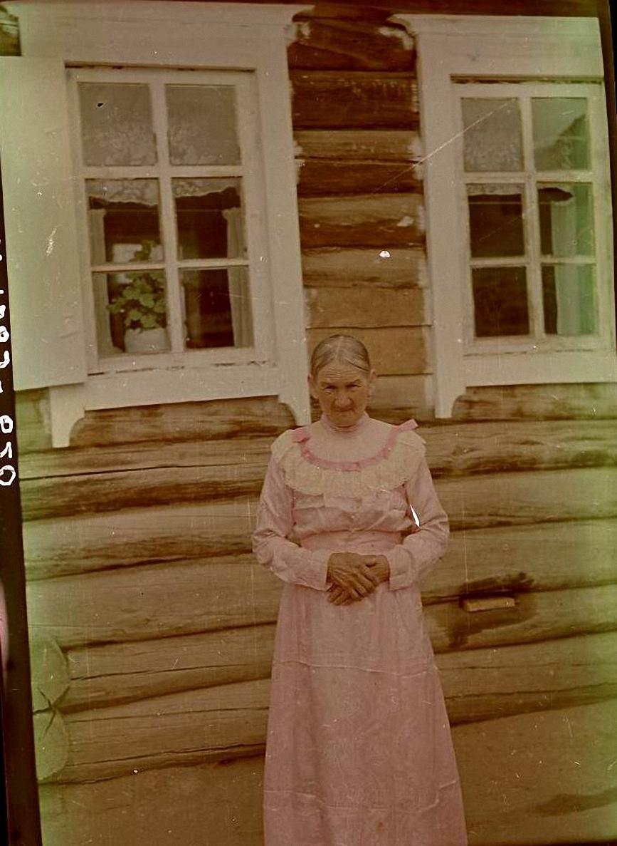 Венчальное платье З.П. Поповой 1896 г. из розового китайского шелка «фанзы». Баргузинский р-он, с. Душелан