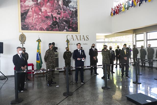 Presidente da Fiep recebe diploma de Colaborador Emérito do Exército