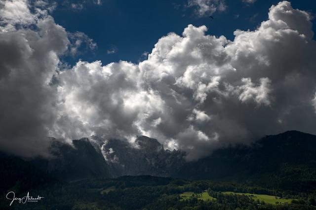 Wolken über den Bergen [470]