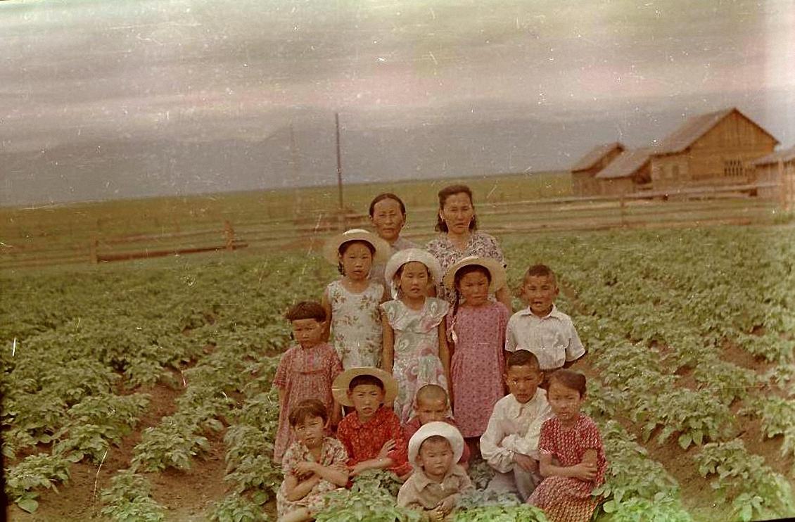Группа детей. Баргузинский р-он, пос. Баянгол