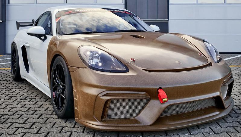 Porsche-718-Cayman-GT4-Clubsport-MR-with-natural-fibre-composite-body-kit-1