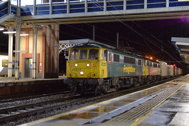 Freightliner 86613 & 86632 pass through Ipswich Station with the 20.46 Felixstowe North - Trafford Park Intermodal service. 24 09 2020
