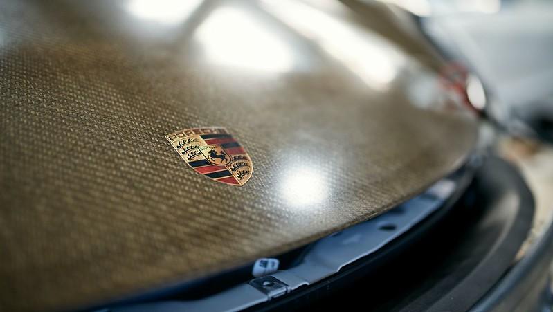 Porsche-718-Cayman-GT4-Clubsport-MR-with-natural-fibre-composite-body-kit-11