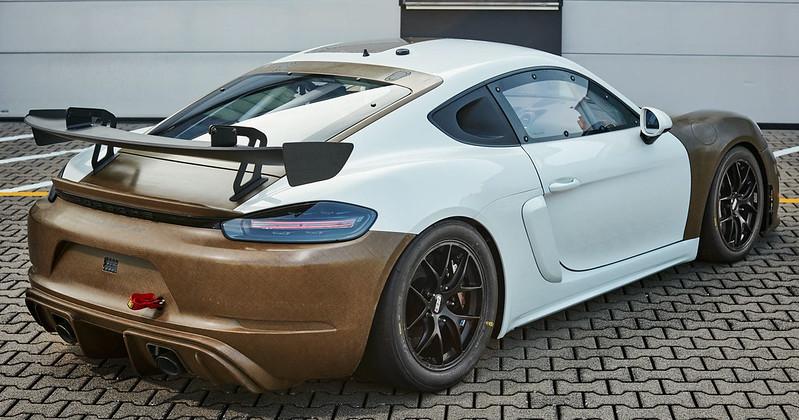 Porsche-718-Cayman-GT4-Clubsport-MR-with-natural-fibre-composite-body-kit-2