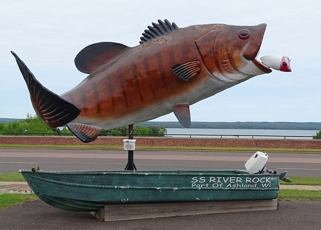 WI, Ashland-U.S. 2 River Rock Inn Large Fish
