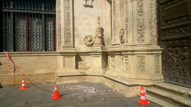 destrozo-cruz-inquision-ayuntamiento-de-sevilla
