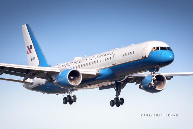 98-0001 - US Air Force C-32  |  LBG