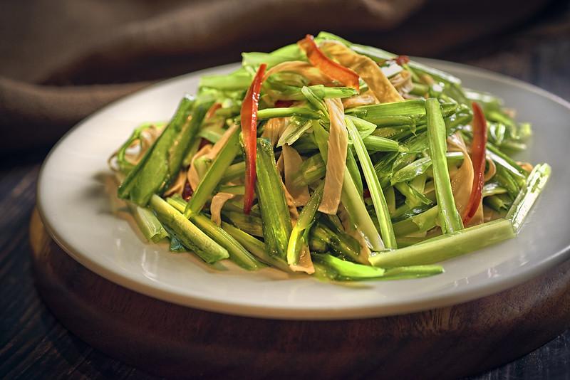 Stir Fried Dragon Chives with Yunnan Beancurd Skin 云南豆皮炒青龙菜