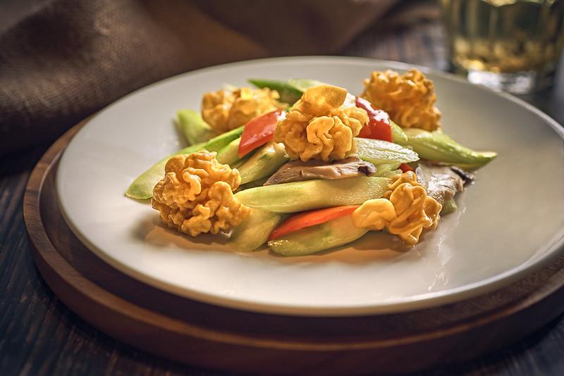 Sautéed Asparagus with Golden Fungus and Mushroom 金耳花菇炒芦笋