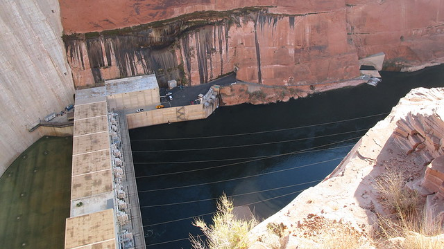 Arizona - Lake Powell:   the mighty Colorado River - subdued by the Glen Canyon Dam