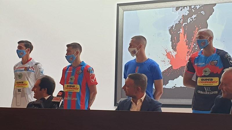 Le nuove tenute del Catania arricchite dagli sponsor della stagione 2020/21