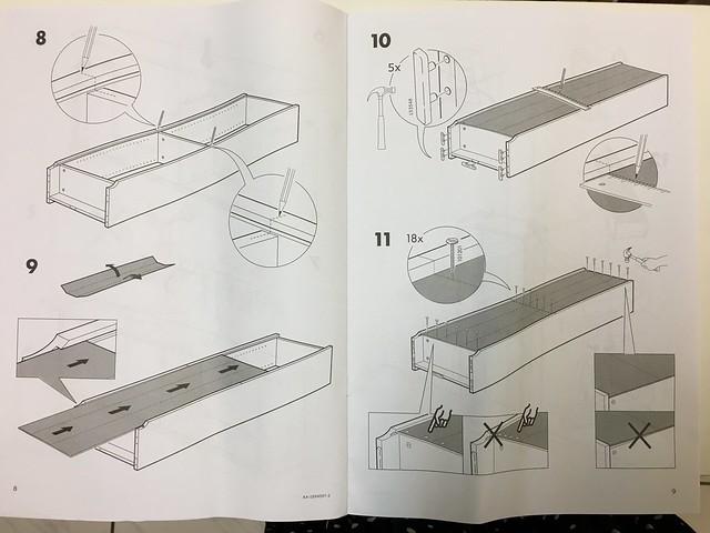 我覺得IKEA BILLY組裝過程中這一頁左邊最難,我沒辦法一個人順利做完