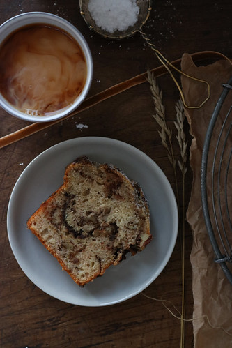 Banana bread with pecans and cinnamon