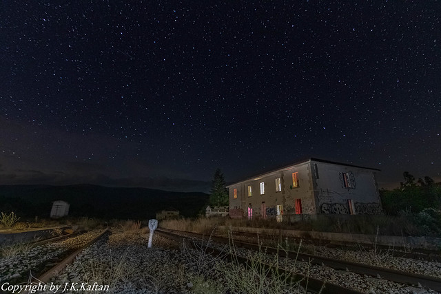 An abandoned train station under the stars......., Una Estación de tren abandonada bajo las Estrellas..