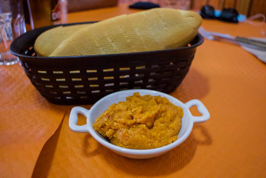 Almogrote y pan en Vallehermoso