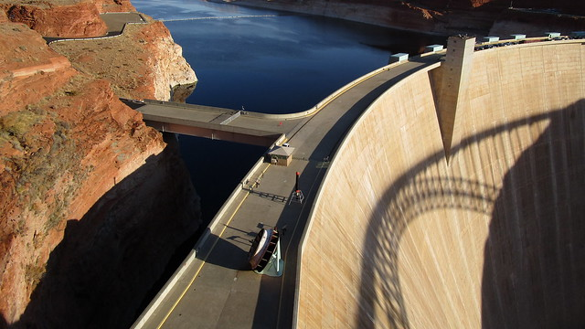 Arizona - Lake Powell: the Glen Canyon Dam is an impressive structure - 710 ft / 220 m high and 1,560 ft / 480 m wide