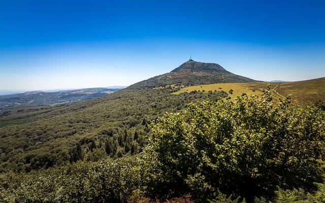 Vue du Puy de Dôme depuis le Puy Pariou