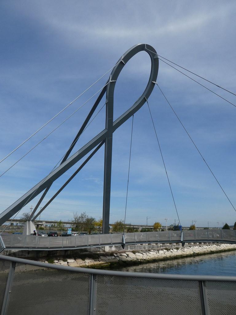 The Aveiro circular pedestrian footbridge