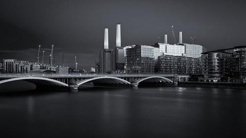 Battersea Power Station and Grosvenor Bridge