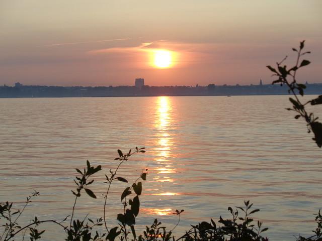 Sonne am Abend über der Förde