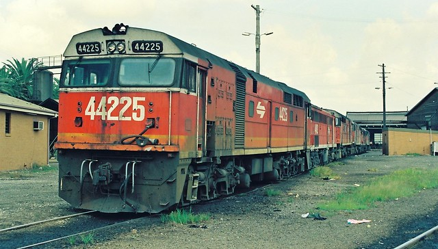 138-4A 1992-03-21 44225 4492 44221 44214 4471 and 44213 at Broadmeadow