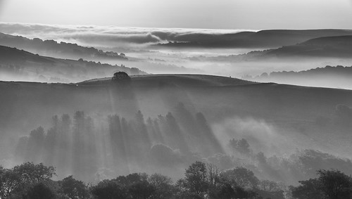 landscape cheshire peakdistrict derbyshire spondshill mist temperatureinversion shadows blackwhite monochrome