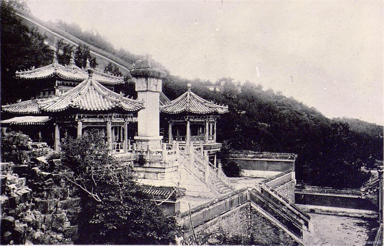 10. Дворец храм парка Бэйхай