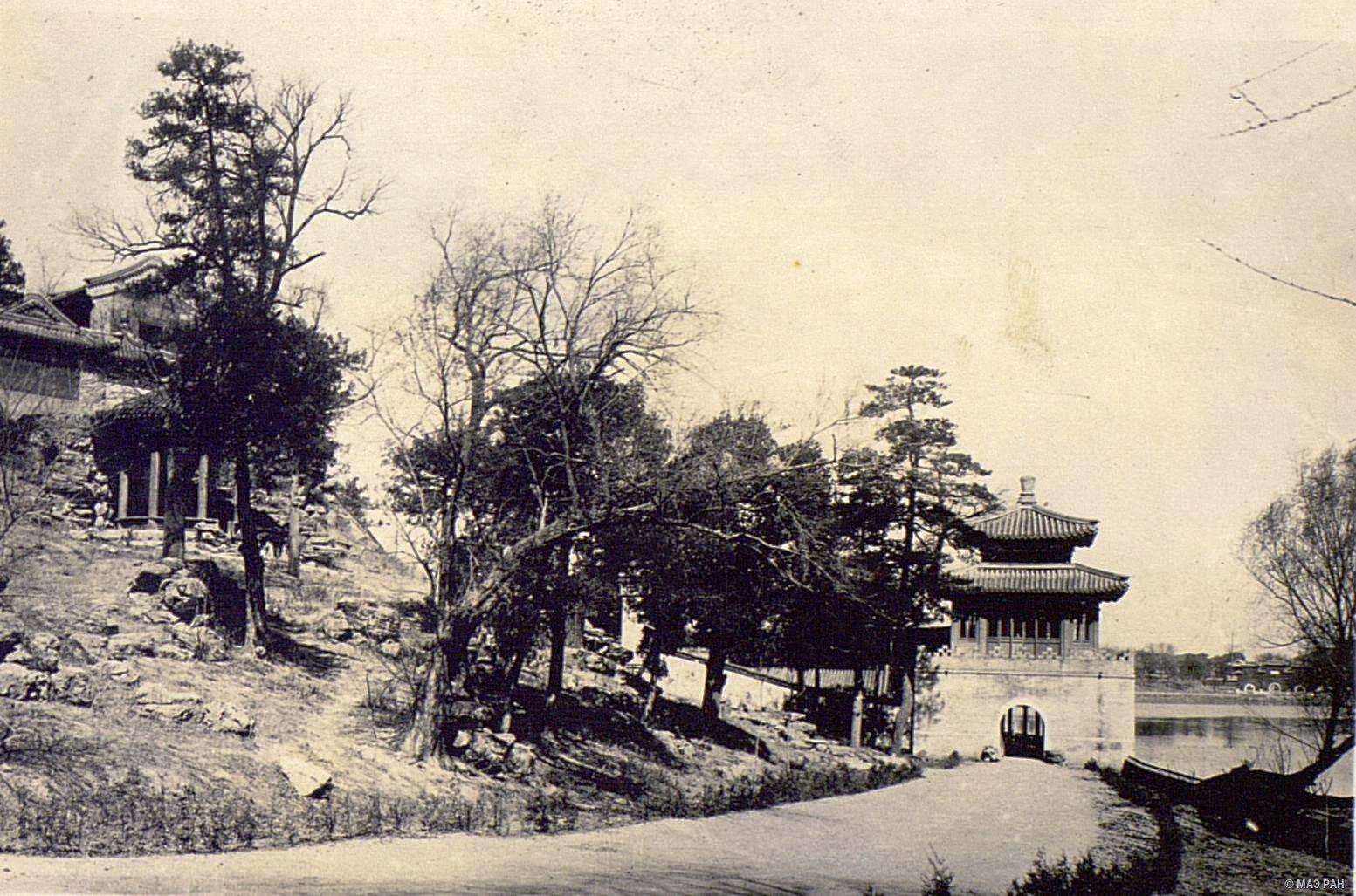 09. Дворец в парке Бэйхай