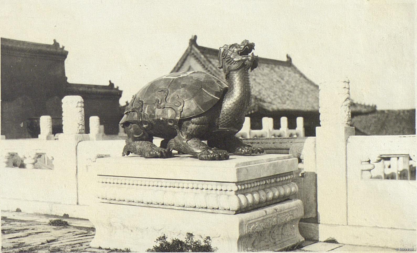 18. Парк Ихэюан. Статуя «Черепаха»