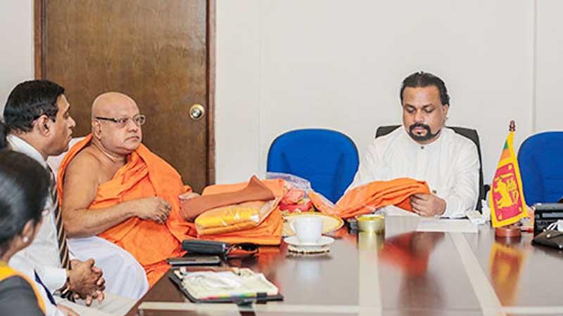Sebab di Balik Para Bhikkhu Sri Lanka Kekurangan Jubah Lokal