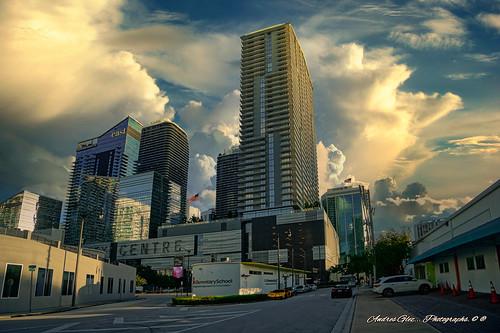 miamifl miamicity urbanexploration walkingaround city downtownmiami citycentre exploration building cityscapes architecture clouds