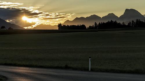 berg mountain austria alps alpen österreich wandern hiking tirol tyrol innsbruck landscape landschaft sunset sonnenuntergang inntal