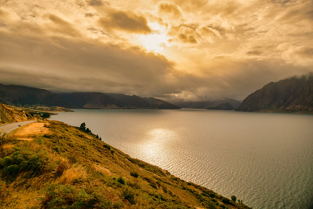 Cloudy moody overcast morning at lake Hawea, it felt very weird and eerie and almost like sunset