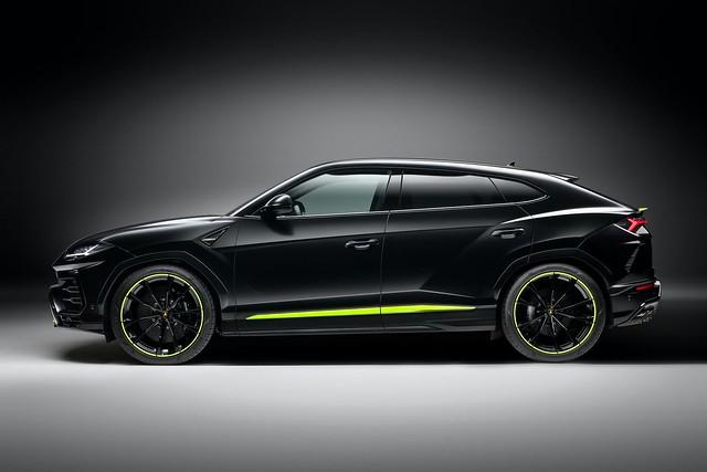 2021-Lamborghini-Urus-Graphite-Capsule-5