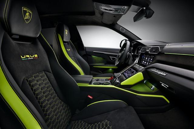 2021-Lamborghini-Urus-Graphite-Capsule-7