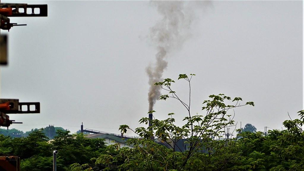環保署擬調降固定污染源夏、秋兩季的空污費,引發外界批評。資料照,孫文臨攝